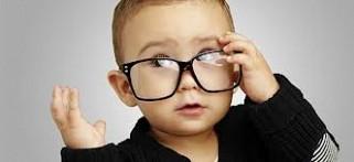 παιδί-που-φοράει-γυαλιά